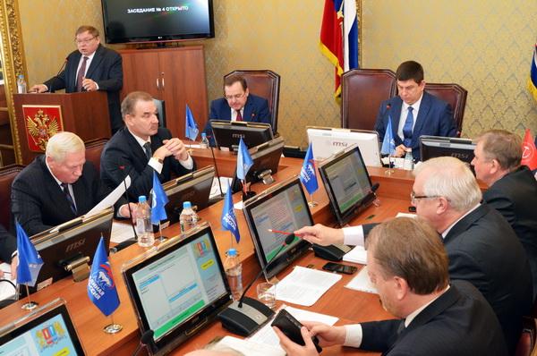 Павел Коньков ответил на вопросы фракций областной Думы