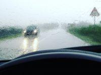 ГИБДД призывает водителей и пешеходов быть видимыми и внимательными в темную дождливую погоду