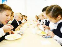 В районе продолжится выдача продуктовых наборов школьникам