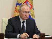 Путин по предложению ЕР поручил удвоить выплаты медикам за работу с COVID-19 на праздники