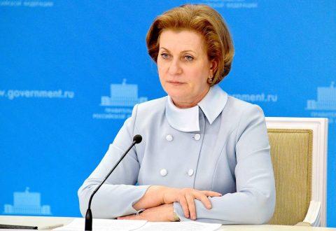 Попова предупредила о вредных советах по вакцинации, которые уносят жизни